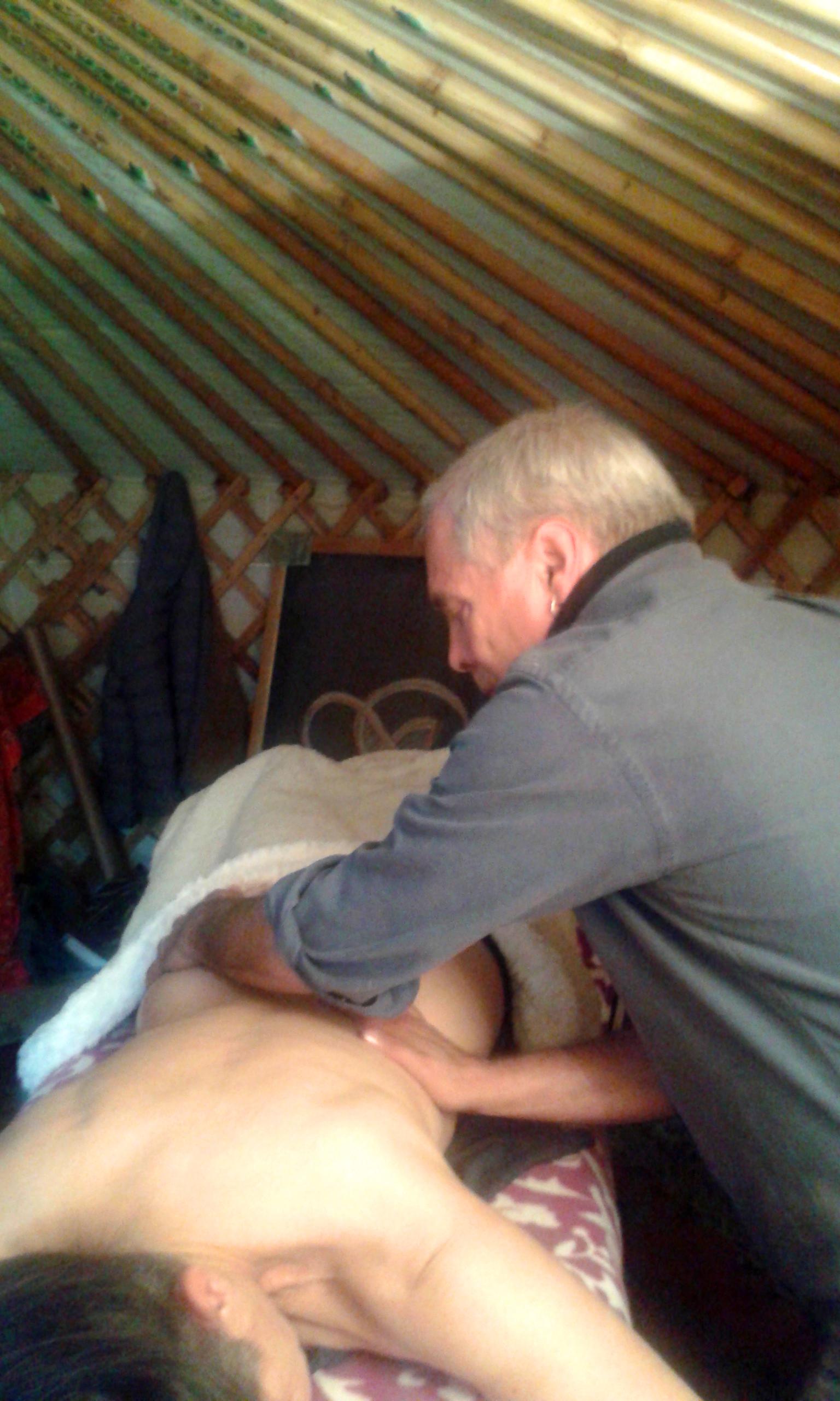 Massaggio delle correnti, schiena